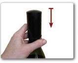 Schuif de wijndop op de hals van de fles
